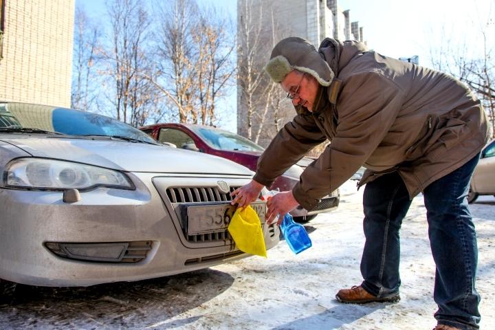 ВПерми начал работу пеший патруль, следящий зачистотой госномеров авто