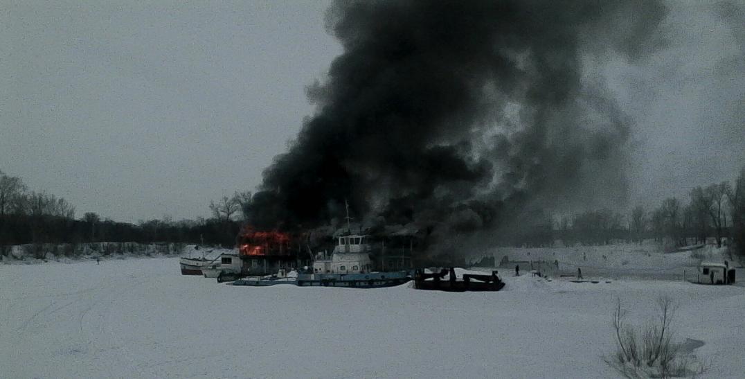 ВУфе пожар надебаркадере чуть неперешёл натеплоход