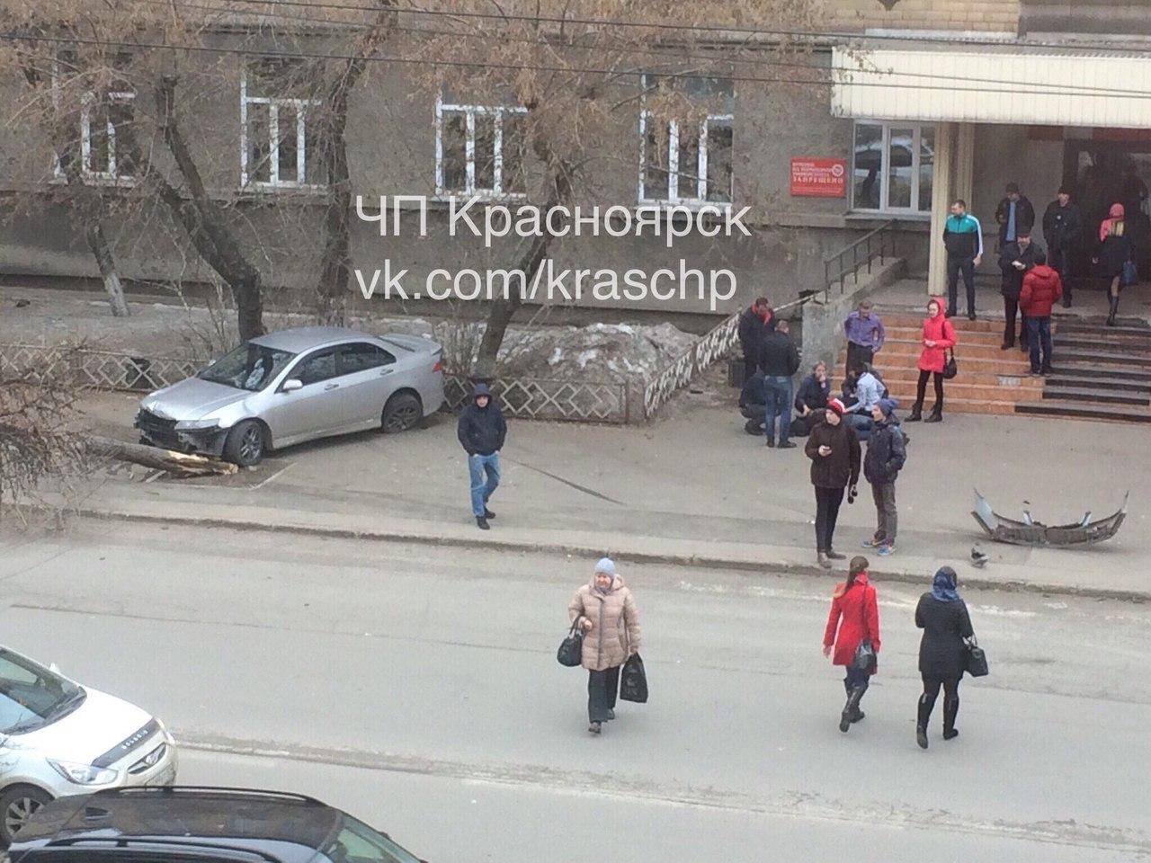 Вцентре Красноярска иностранная машина набольшой скорости вылетела напереход: необошлось без жертв