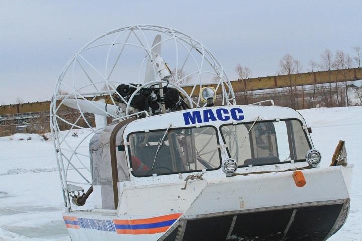 Cотрудники экстренных служб  отогрели чаем жутко замерзших молодых рыбаков