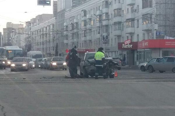 ВУфе маршрутка протаранила легковую машину: шофёр в клинике