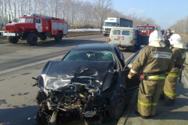 ВКурской области «ВАЗ» зажегся после столкновения с«Мерседесом», умер мужчина