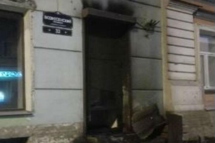 ВПетербурге сожгли дверь штаба Навального