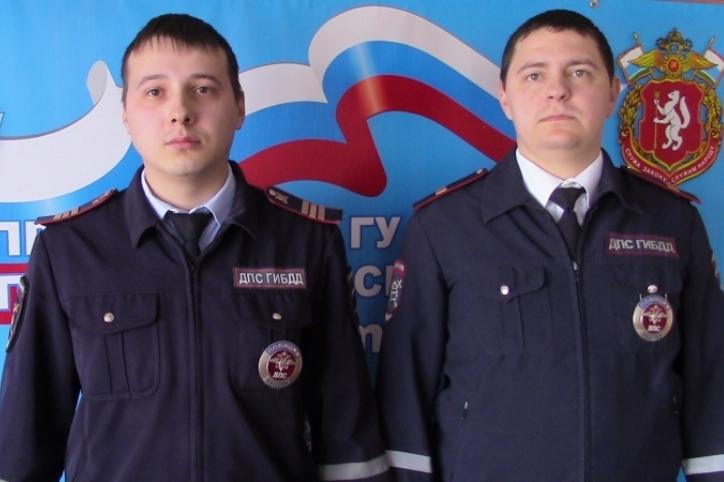 ВСвердловской области полицейские спасли мужчины изгорящего ВАЗа