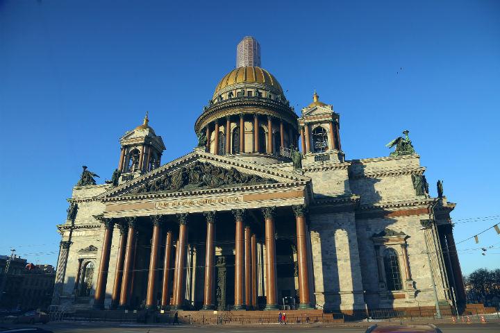 Коллектив Исаакия просит Владимира Путина остановить действие закона опередаче имущества РПЦ