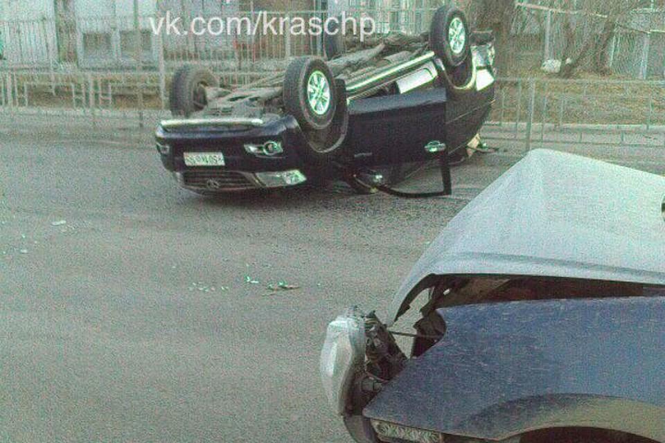 Вседорожный автомобиль перевернулся накрышу после тарана наЩорса