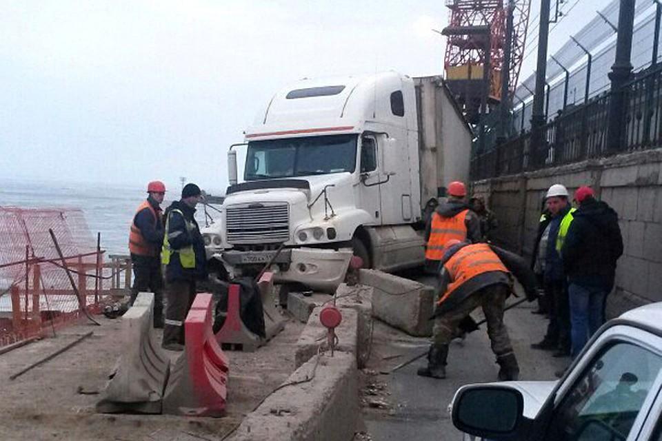 Надамбе ГЭС вЗаволжье вновь случилось ДТП сучастием фургона