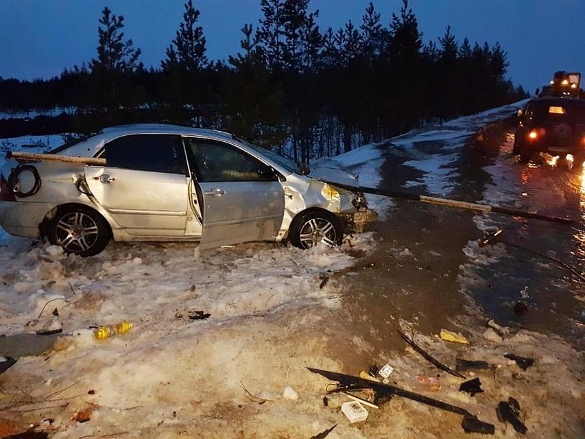 ВЮгре шофёр «легковушки» врезался вограждение моста, пассажир умер наместе