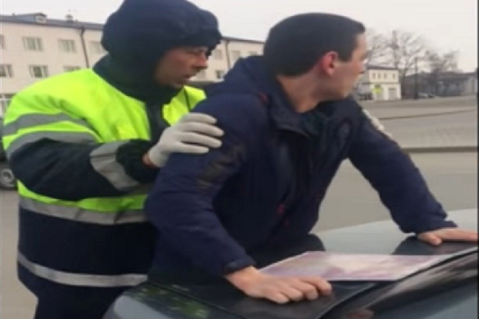 ВГИБДД пояснили, почему скрутили сотрудника МЧС вТобольске