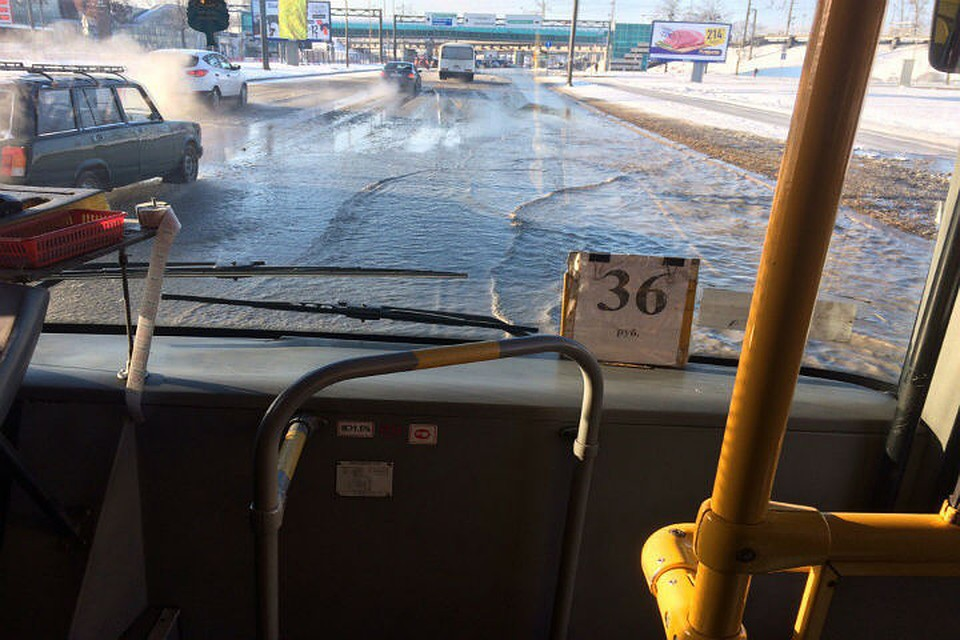 Пулковское шоссе превратилось возеро из-за лопнувшей трубы