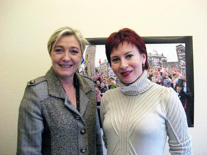 Марин Ле Пен и Дарья Асламова в марте 2012 года