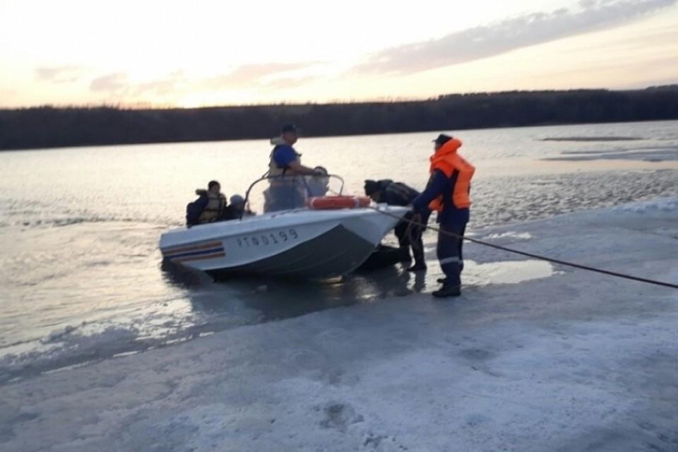 ВТатарстане наКаме соторвавшейся льдины сняли 5 рыбаков