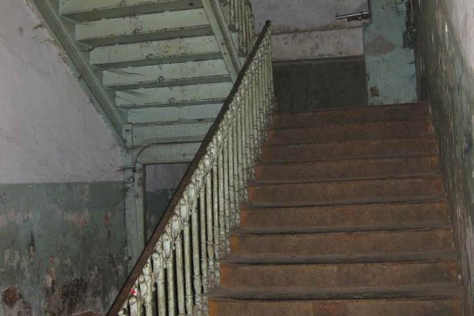 ВСевероморске вподъезде дома был найден повешенный труп