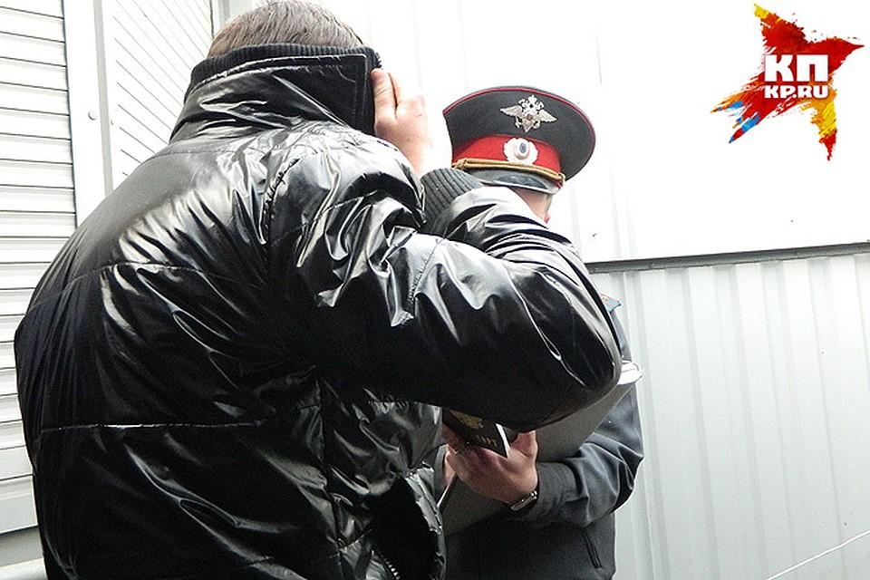ФСБ уличила новосибирского полицейского впродаже данных обумерших