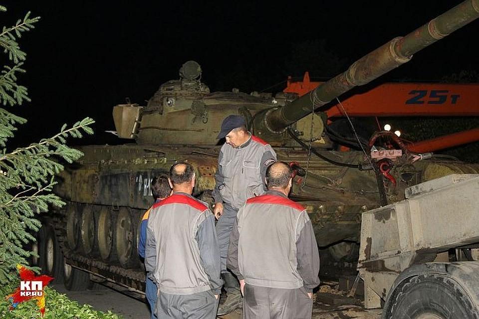 Неизвестные подожгли танк-памятник вНижнем Тагиле