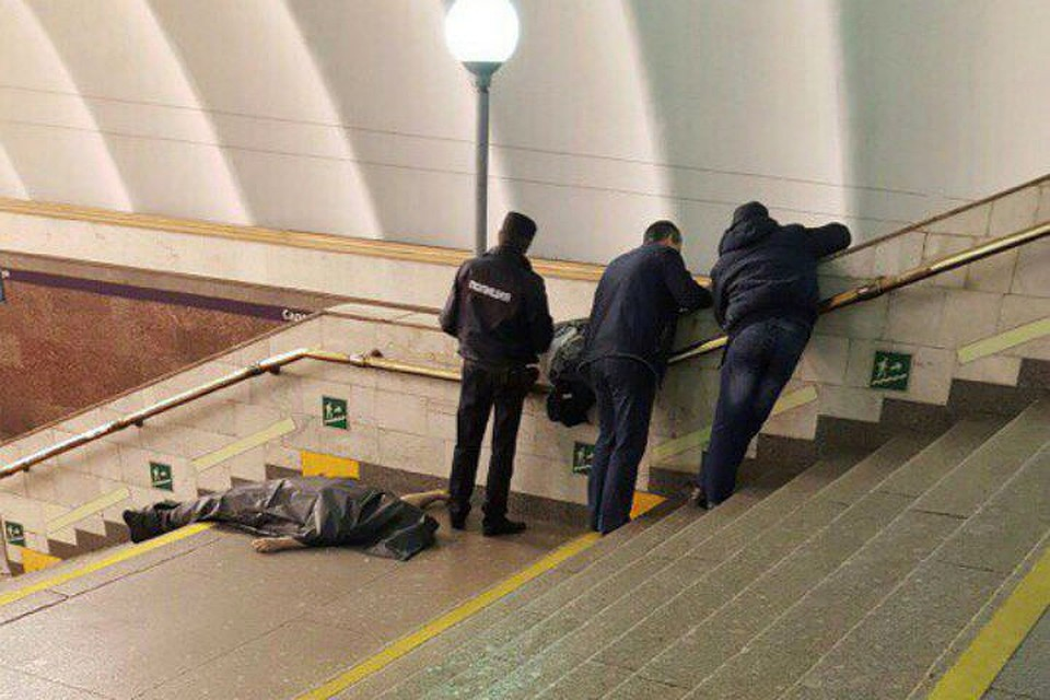 Мужчина скончался настанции метро «Садовая»
