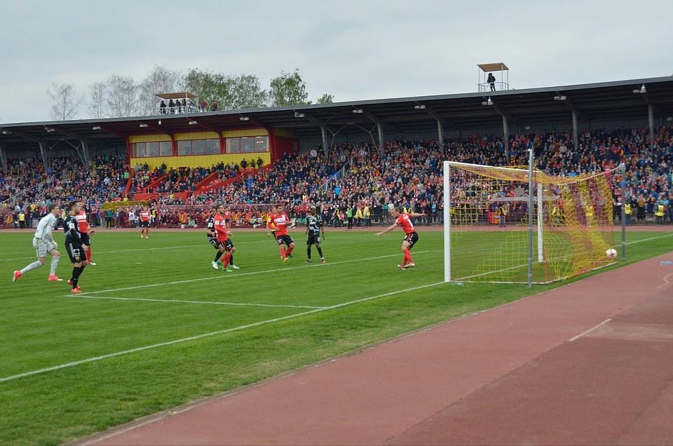 Фанаты «Спартака» подожгли трибуну тульского стадиона в заключительном матче сезона