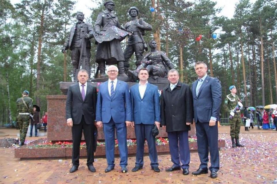 ВАнгарске открыли монумент первостроителям