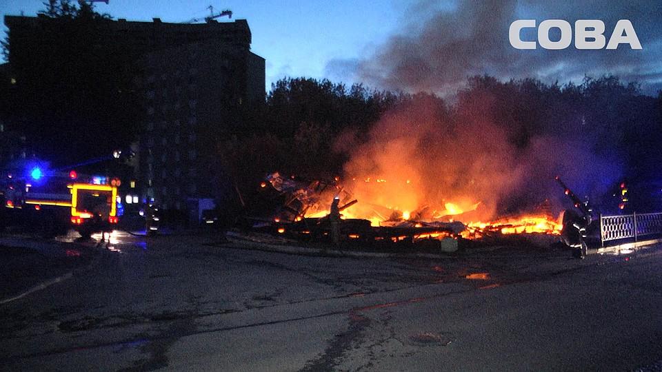 Ночью наМашинистов сгорела веранда летнего кафе