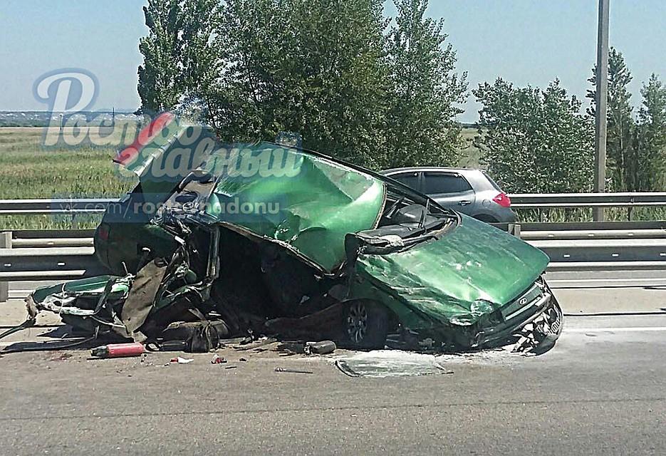 Два человека пострадали при столкновении легковушки с«ГАЗелью» наДону