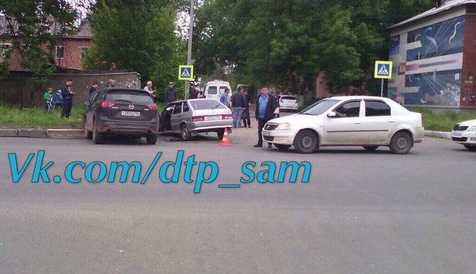 Три человека пострадали влобовом ДТП «Mazda» иВАЗ-2114 вСамаре