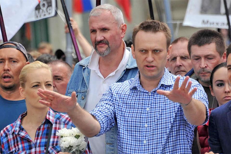 Алексей Навальный вместо митинга на Сахарова направил своих единомышленников на Тверскую.
