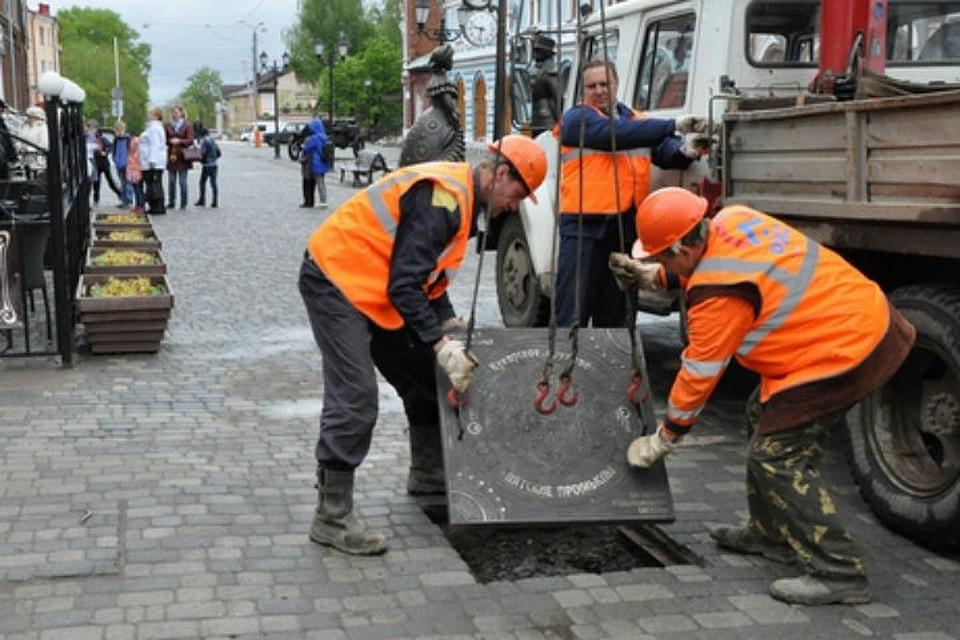 ВКирове наСпасской появились люки сдымковской росписью