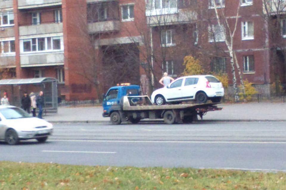 Петербуржец пойдет под суд закражу 3-х машин наэвакуаторе