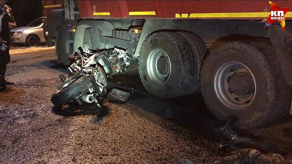 ВСаратове грузовой автомобиль переехал мотоциклиста: мужчина умер