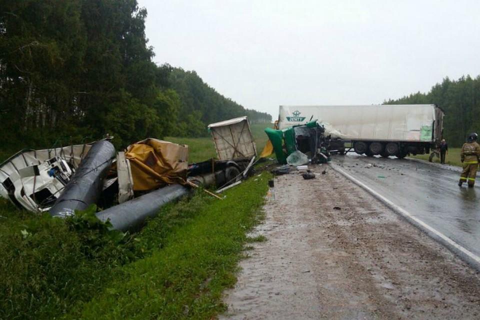 ВБашкирии три человека пострадали встолкновении трёх фургонов