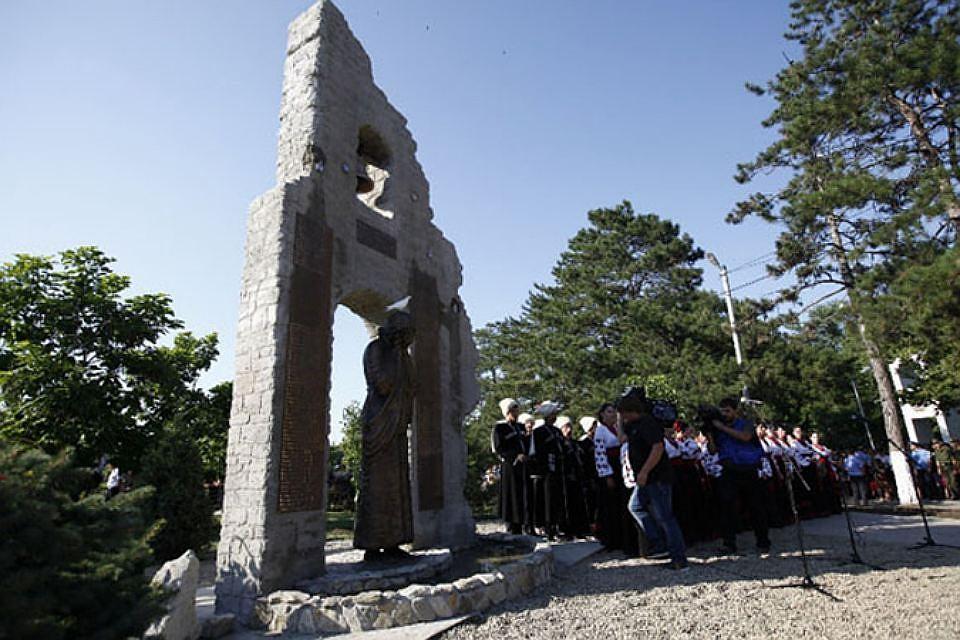 ВКрымске отдали дань памяти людям, погибшим при наводнении 2012 года