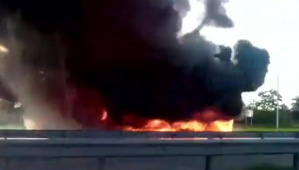 ВРостовской области натрассе «Дон» сгорела фура спокрышками