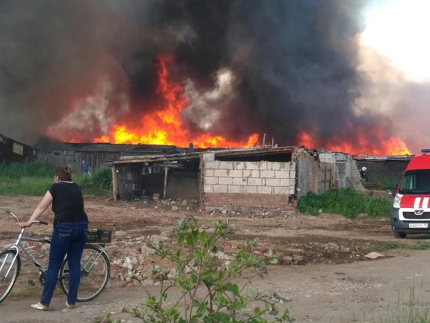ВУдмуртии потушили сверепый пожар, где полыхали 60 хозпостроек игаражей