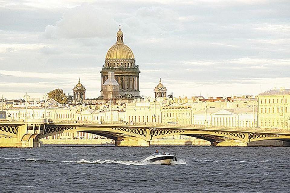 Воры уИсаакиевского храма лишили туристов изТайваня 230 тыс. руб.