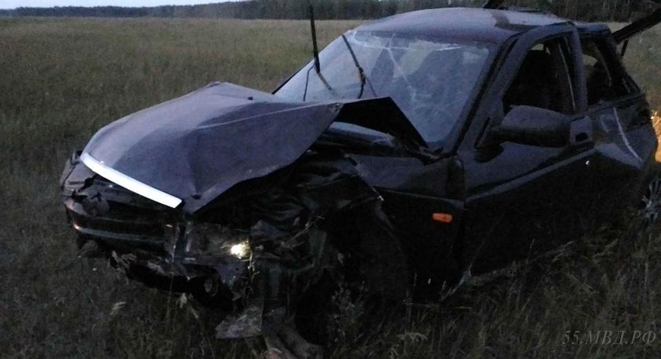 4 человека вылетели изавтомобиля при трагедии вОмской области: двое погибли
