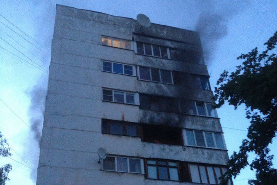 25 человек эвакуировали из-за горящего холодильника насевере Петербурга