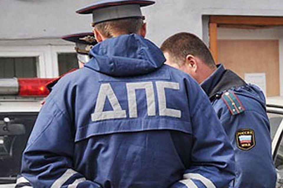 Дорожного рабочего насмерть сбили наДальневосточном проспекте Петербурга
