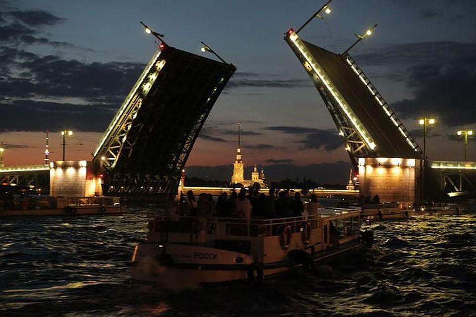 ВПетербурге из-за кино изменят маршрут троллейбусов иразведут Дворцовый мост