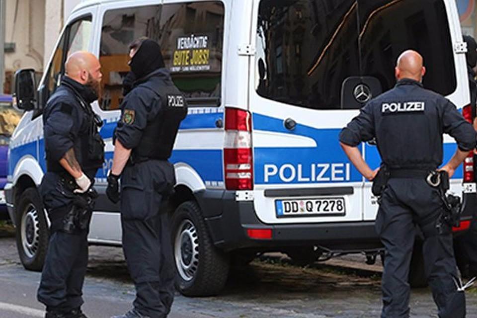 ВГермании около вокзала вооруженный ножом мигрант напал наженщину