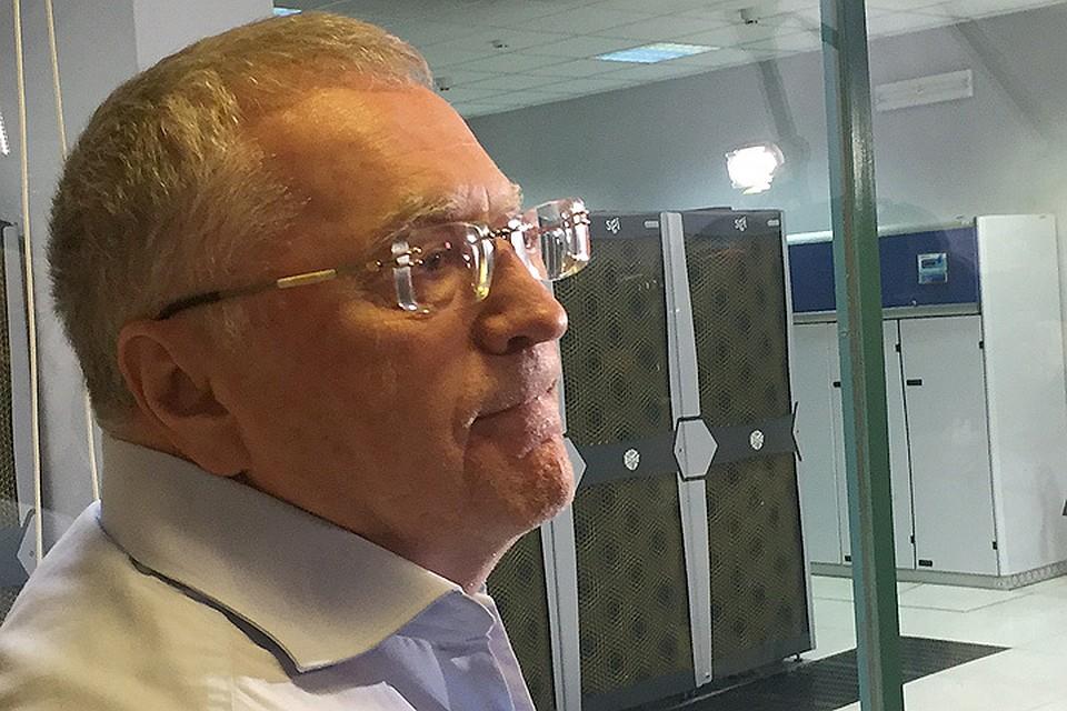 Владимир Жириновский хочет лично предупреждать коллег онадвигающихся ураганах