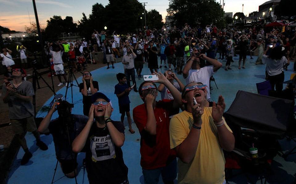 ВАмерике женщина въехала втолпу людей, наблюдавших засолнечным затмением