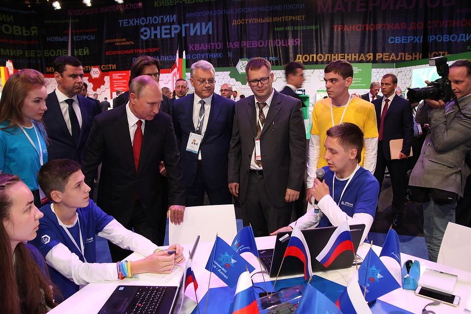Путин спервой попытки забил шайбу вучилище олимпийского резерва
