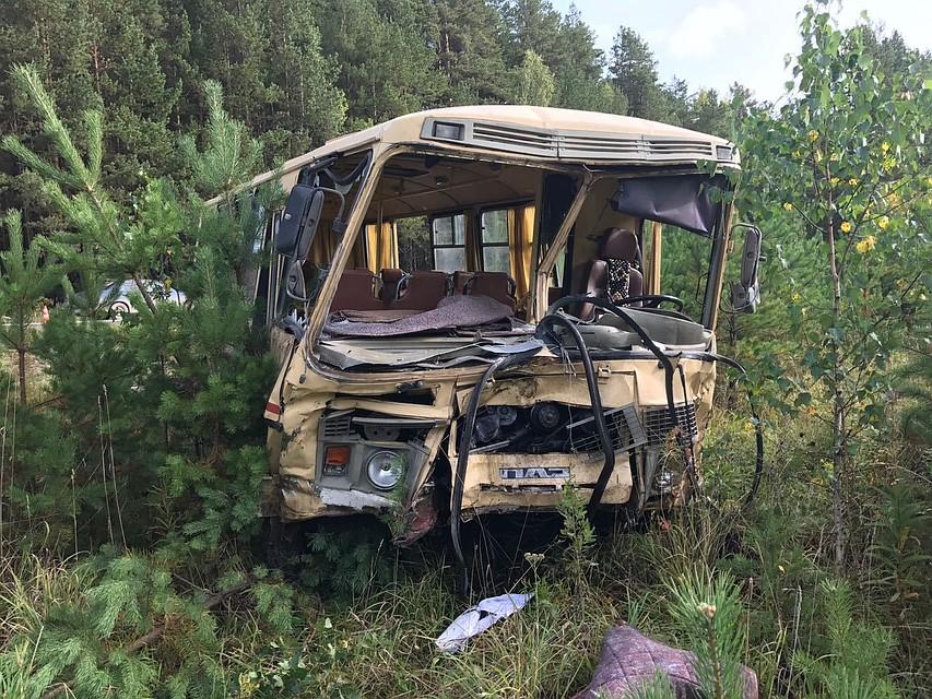 ВДТП савтобусом и фургоном вСвердловской области умер человек