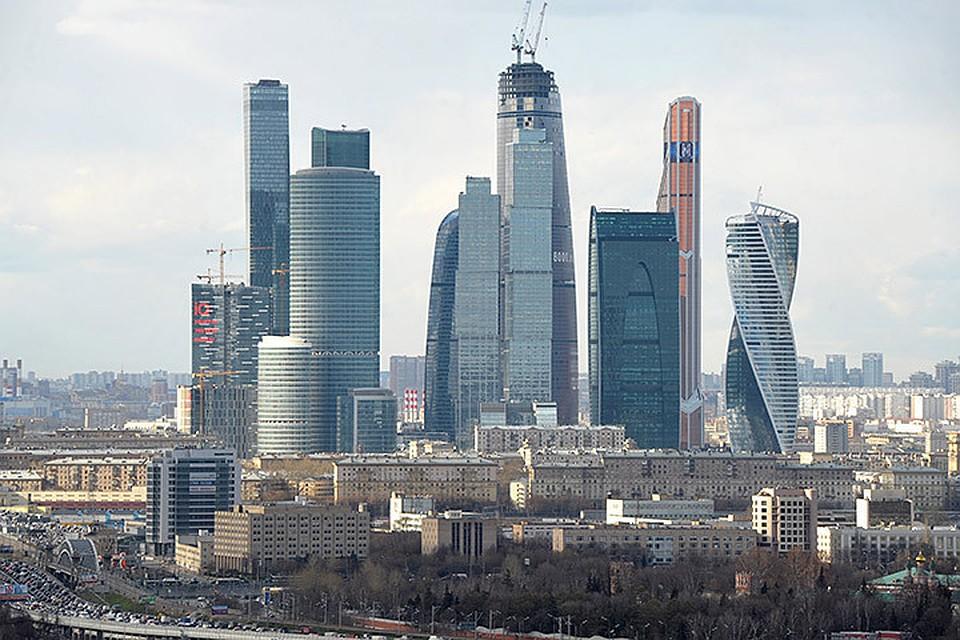 Строящийся небоскреб зажегся в«Москва-Сити»