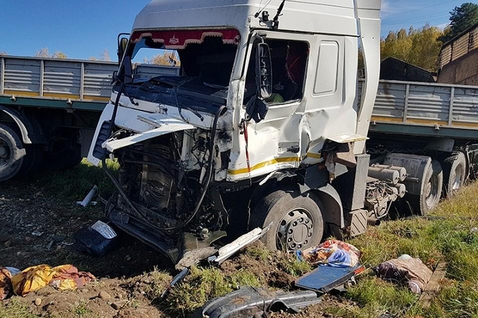ВТулуне шофёр КаМАЗа умер после лобового столкновения сМАЗом