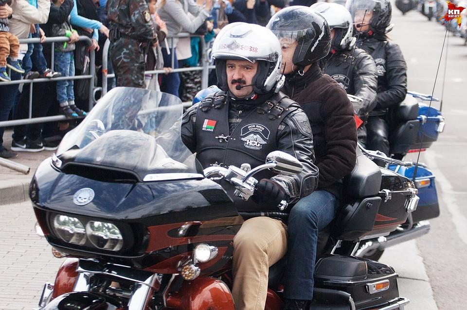 Виктор Лукашенко иИгорь Шуневич назакрытии мотосезона