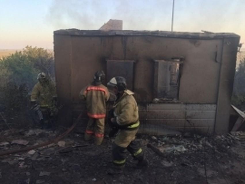 ВАксайском районе cотрудники экстренных служб три часа гасят пожар