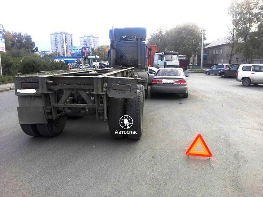 ВНовосибирске шофёр сбил пешехода и исчез сместа ДТП