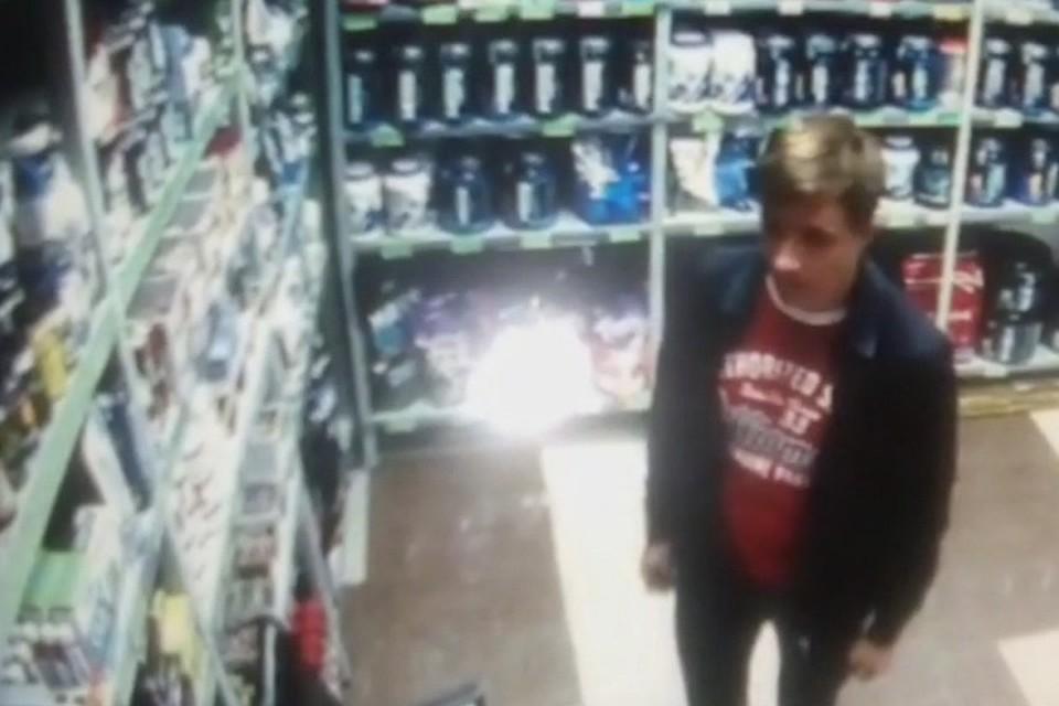 Милиция Иркутска ищет молодого человека, который похитил измагазина упаковку спортпита