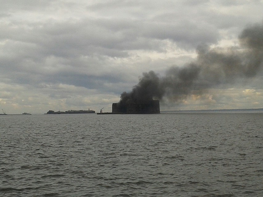 ВКронштадте горел Чумной форт